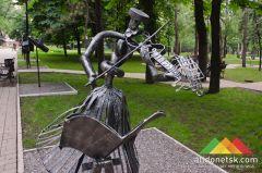 Гильдия кузнецов Донбасса выпустила юбилейный каталог и кует