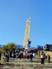 Никто не забыт, ничто не забыто. На Саур-Могиле отпраздновали 69-летие освобождения Донбасса