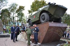 В парке им.Петровского открыли военно-патриотический мемориал