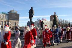 Новогодняя ярмарка и парад Дедов Морозов прошли в Донецке