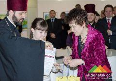 Людмила Янукович наградила победителей конкурса