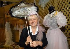 В Донецк едет уникальная коллекция старинных платьев и аксессуаров