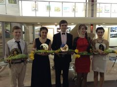 В Донецке состоялось торжественное вручение сертификатов на получение стипендии для одаренной молодежи в области культуры и искусства