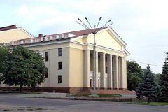 Донецкий академический русский театр юного зрителя открыл новый сезон