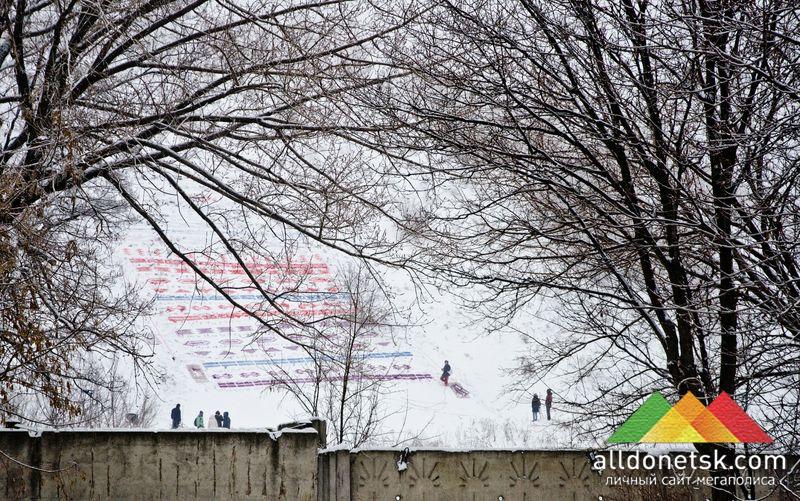 С улицы Крепильщиков, по которой ходит маршрут автобуса №53-Б, новый арт-объект хорошо виден