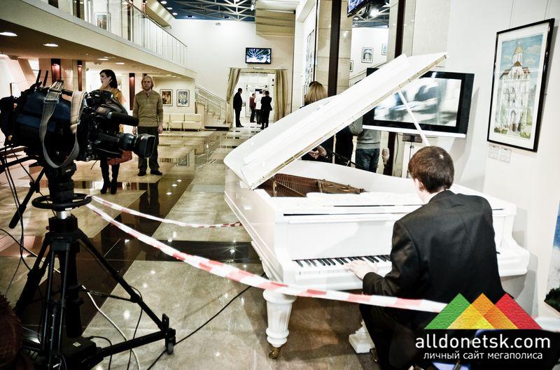 Вот так креативно спасли пианиста от фанатов брейн-ринга