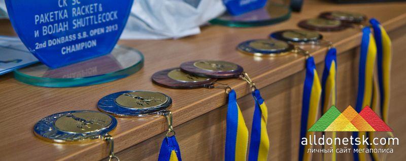 Золото, серебро, 2 бронзы для каждой из 4 категорий