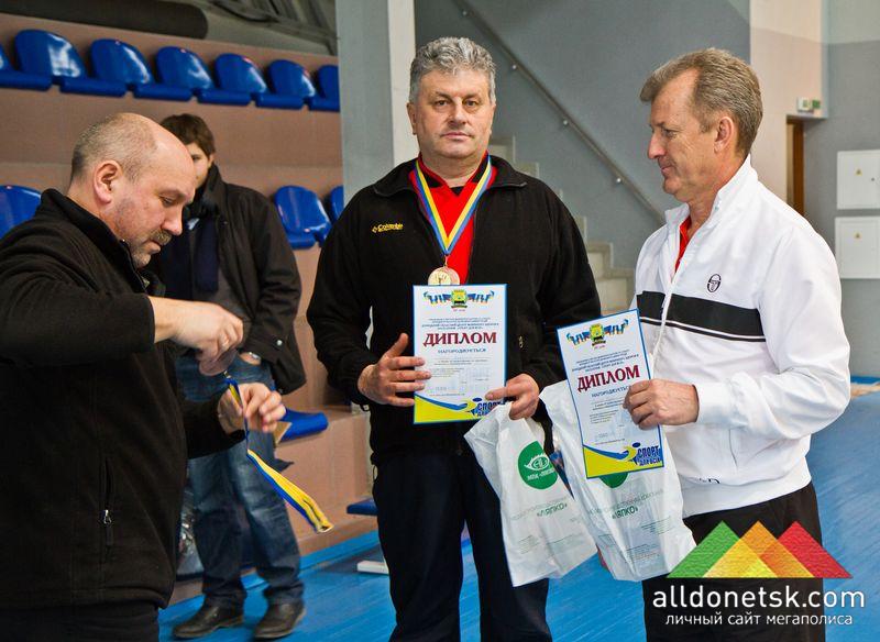 Виталий Годар и Юрий Сазонов с дипломами, медалями и призами от