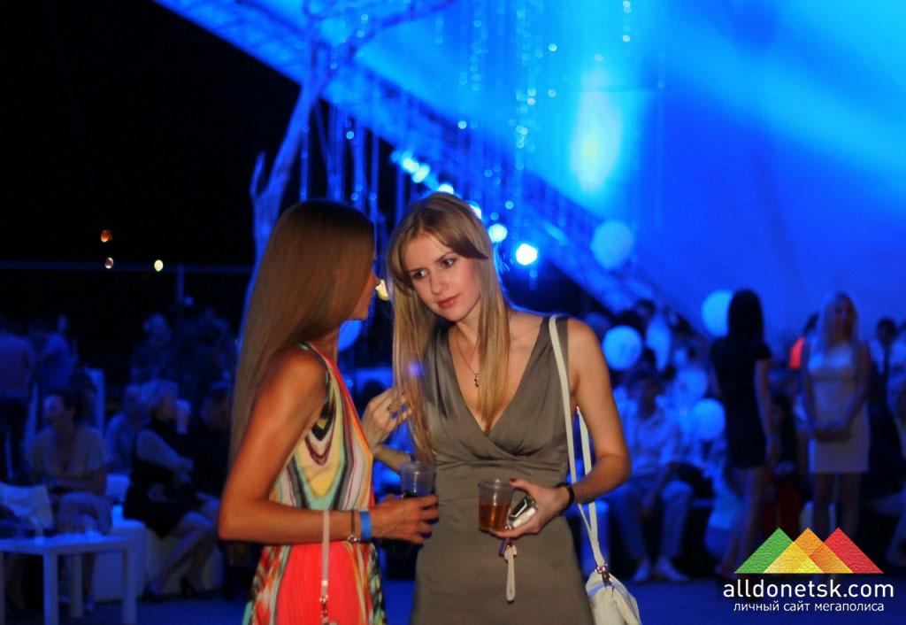 Среди зрителей многие девушки не уступали участницам по красоте