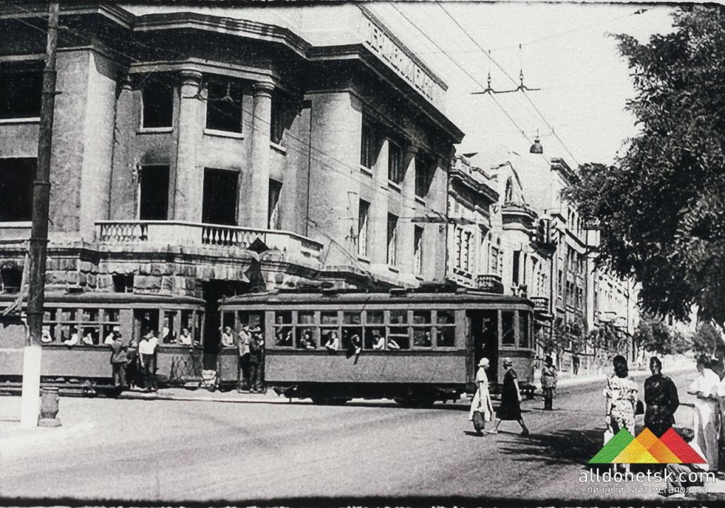 Разрушенное здание государственного банка на ул.Артема в г.Сталино