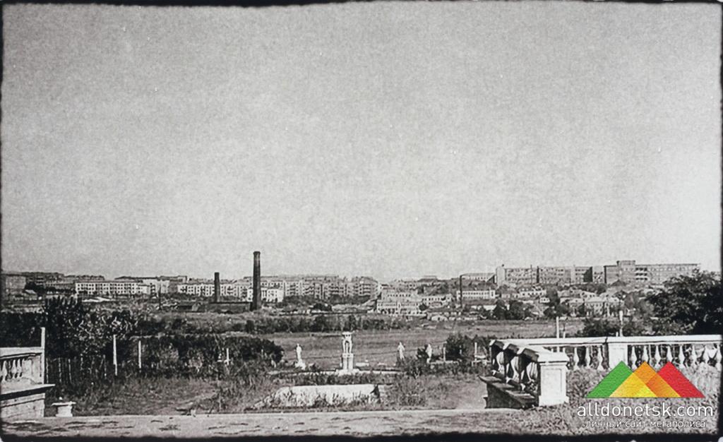 Центральная аллея в парке им.Щербакова во время оккупации 1941-1943 гг.