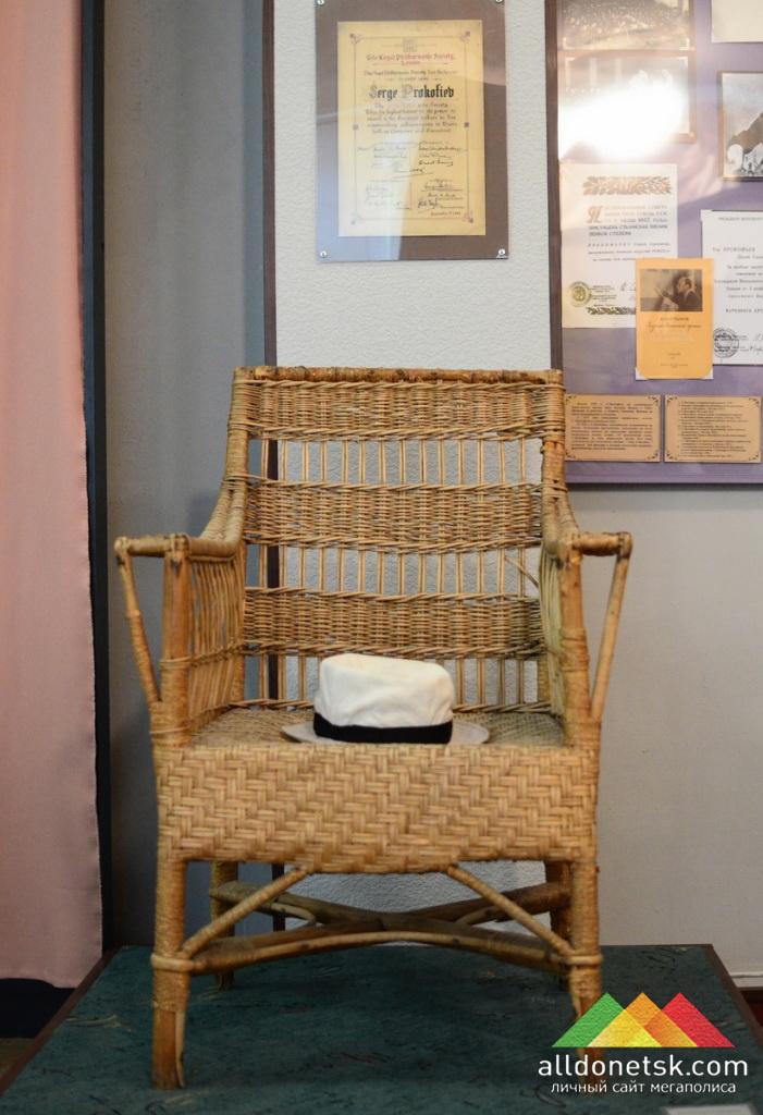 Кресло и шляпа С.Прокофьева