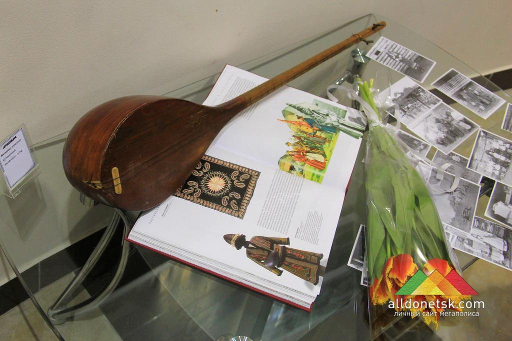 Название: народный музыкальный инструмент - дутар