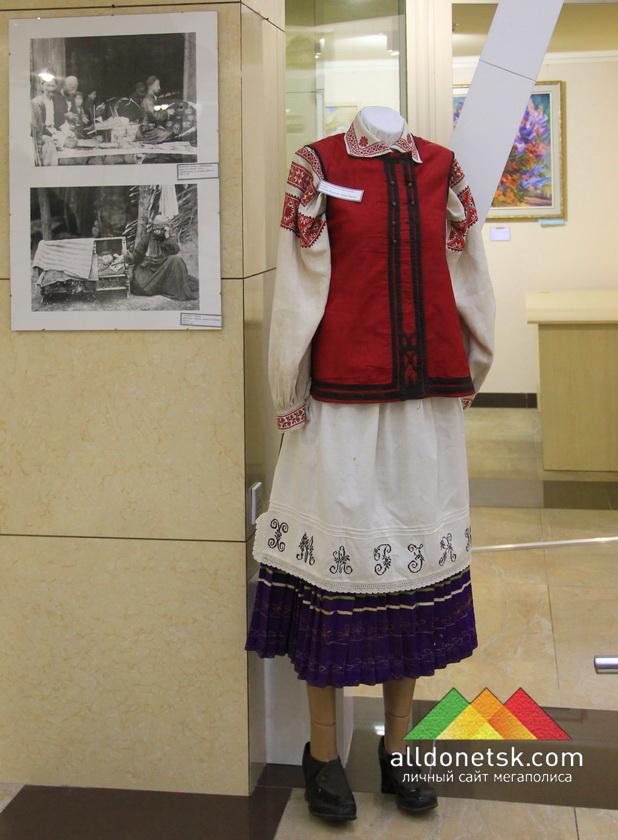 Женская украинская национальная одежда: Сорочка. Юбка.Фартук