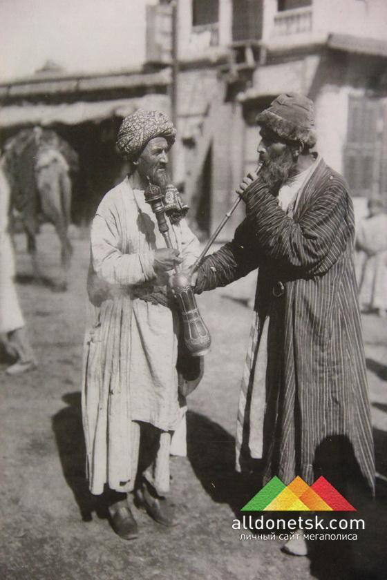 Курение чилима. Средняя Азия, Самарканд. Узбеки, сарты. С. Дудин. 1902. РЭМ 48-291