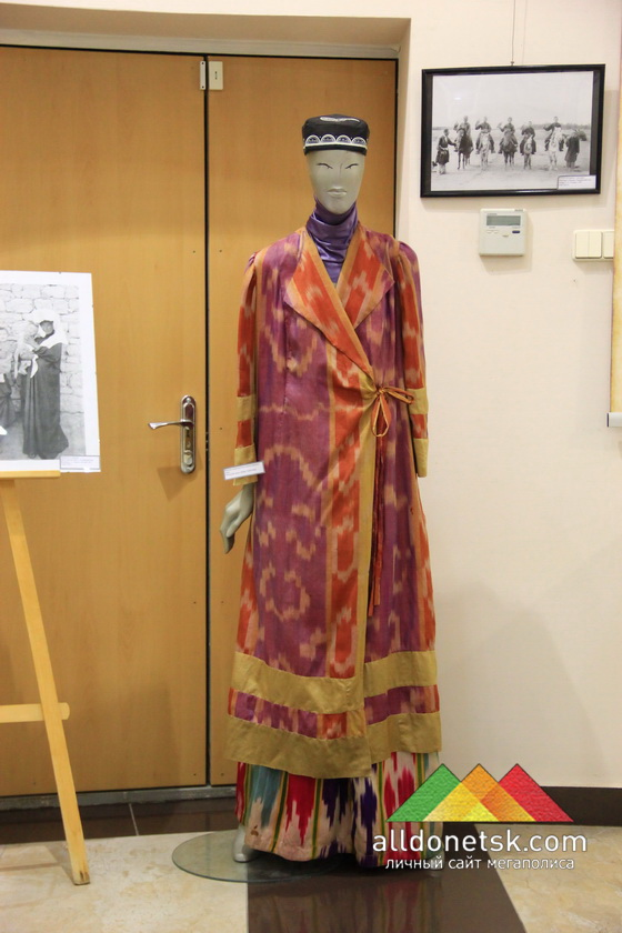 Женская национальная одежда народов Азии : Узбекский халат. Юбка. Тюбетейка