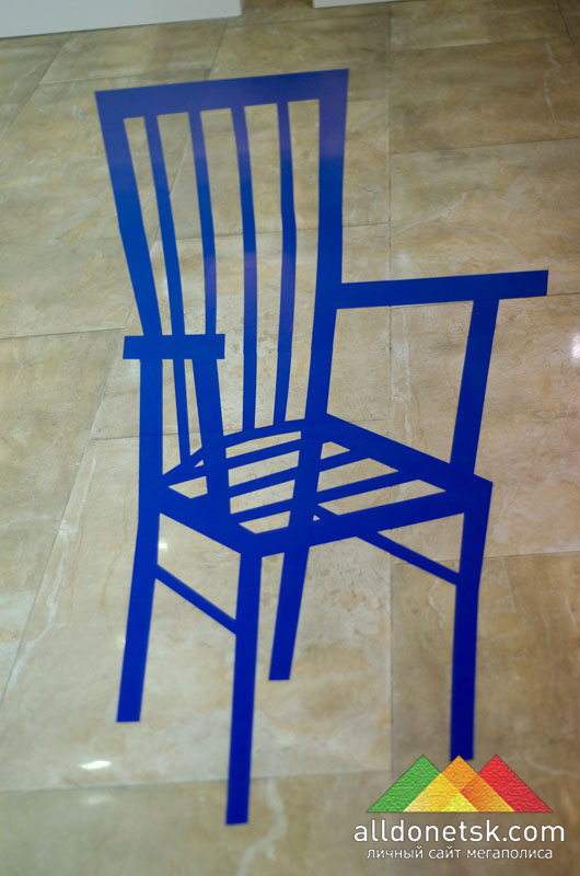 И еще один стул - только он совсем другой. Он - из детства