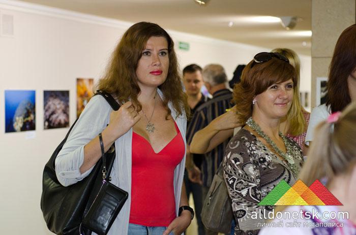 Журналисты и творческие люди Донецка также пришли на необычную выставку