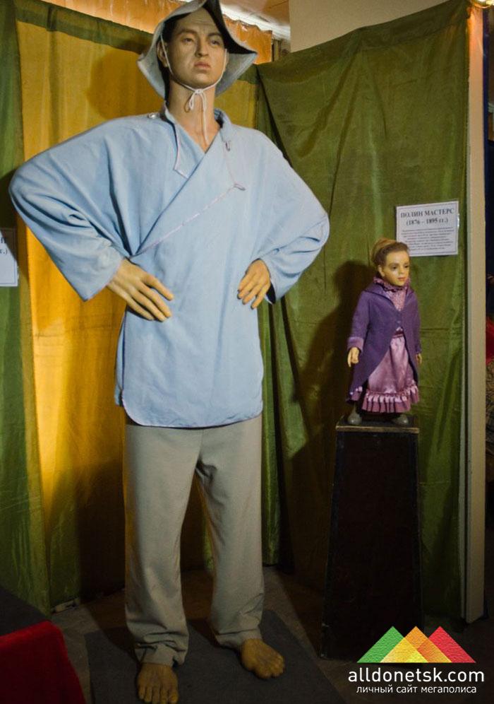 Самый высокий в мире китаец Чанг Ю Синг ростом в 2 м 44 см