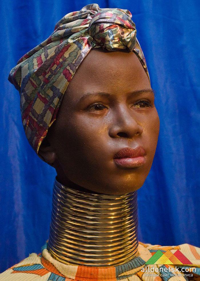 А вот азиатские и африканские женщины страдали не по своей вине - такие в их племенах каноны красоты