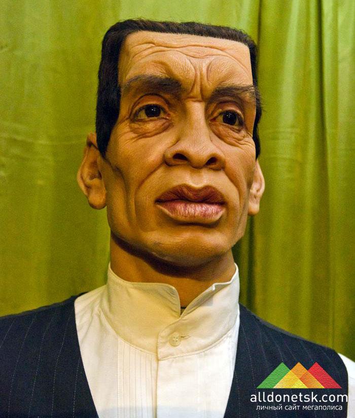 Омар Юсуф с рождения был подвергнут