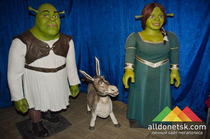 Шрек, принцесса Фиона и Осел выглядят вполне счастливо вместе