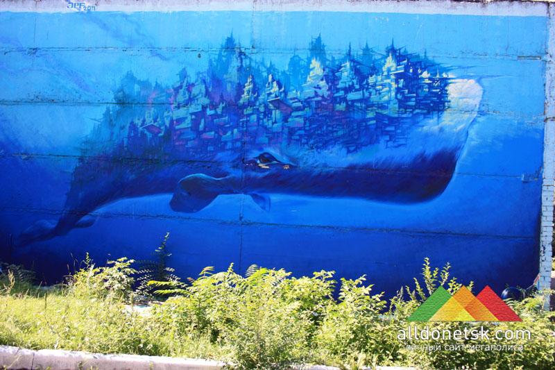 Первой картиной стал сказочный Кит на стене трансформаторной подстанции в районе Южного автовокзала