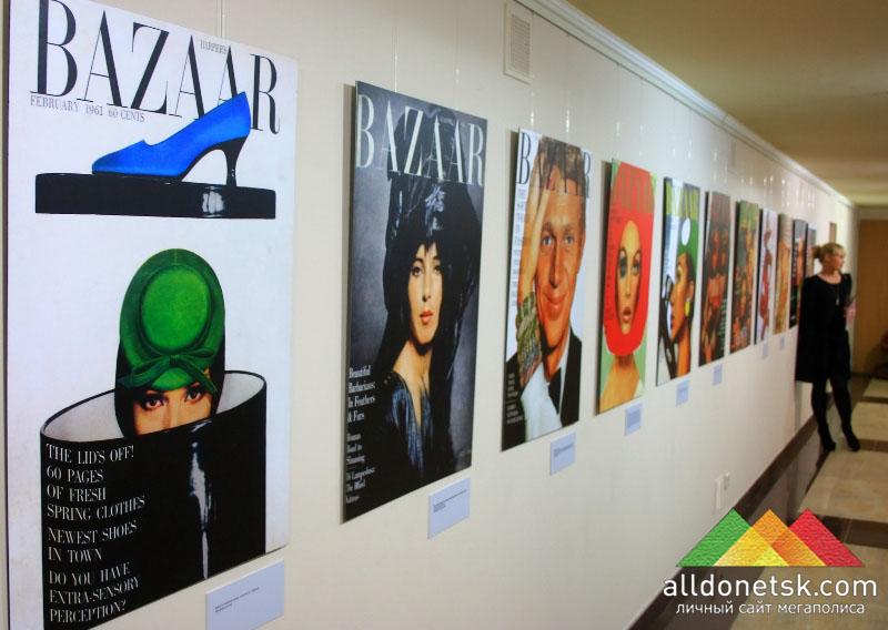 В экспозицию выставки вошли около 100 лучших обложек с 1867 года по 2011 год