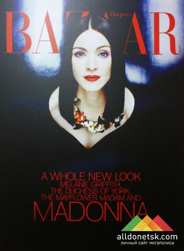 На февральской обложке в 1999 году были ярко-красные надписи на черном фоне - чтобы подчеркнуть готический образ Мадонны. Патрик Демаршелье. Февраль, 1999 г.