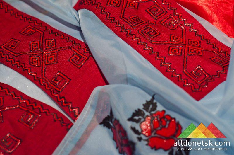 Украинский костюм с имитацией традиционной вышивки