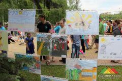 Выставка детских рисунков. Организатор - Студентческий волонтерский центр