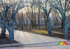 В Парке кованых фигур установили беседку из Донецкого аэропорта