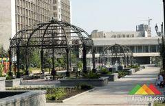 Сквер у здания Донецкой ОГА обрел новое обличье