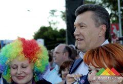 Президент Украины в Донецке пообщался с гостями Фан-зоны ЕВРО-2012