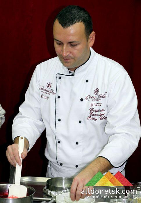 Для торта был приготовлен натуральный джем из малины