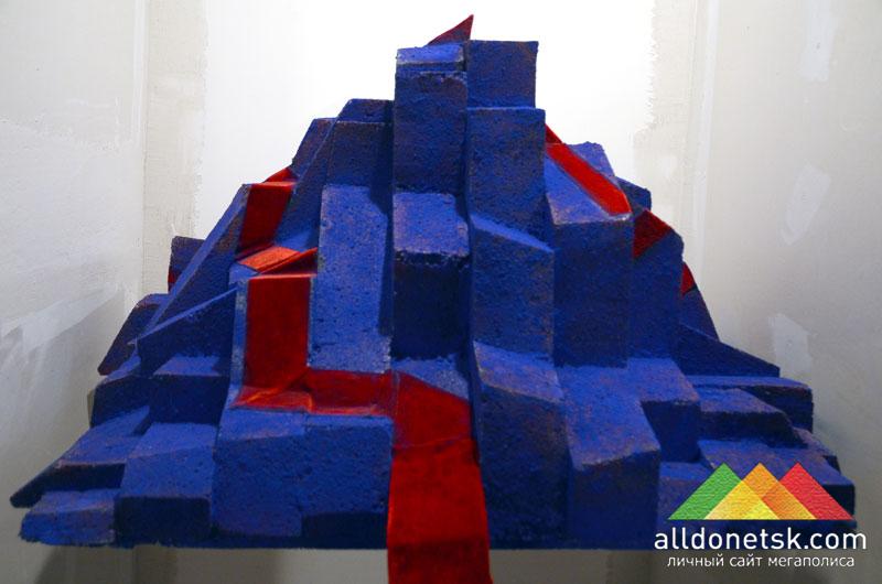 Опять же, по версии Родвальта, некоторые терриконы можно украсить красной дорожкой, символизируя подъем на Олимп