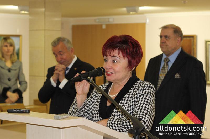 ...и председатель постоянной комиссии городского совета по вопросам образования, науки, делам культуры и религии Ася Горшкова