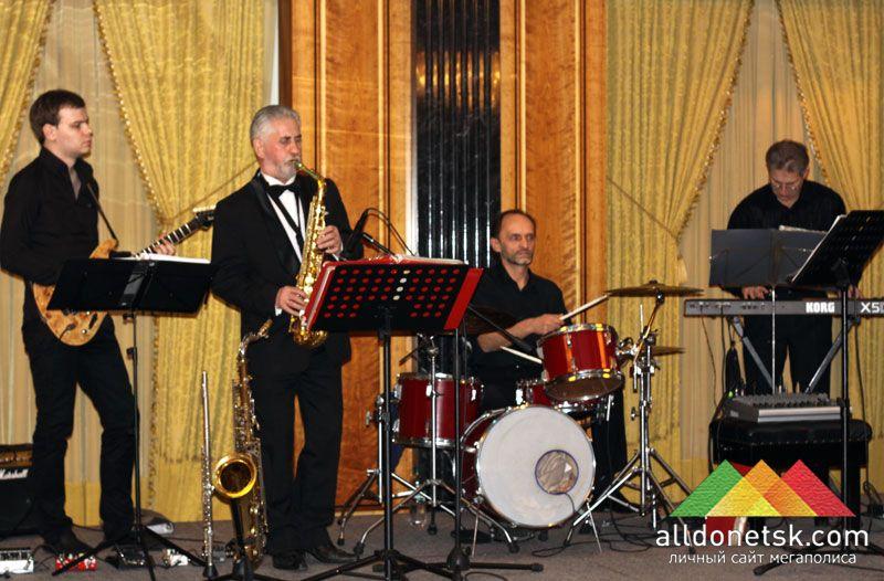 Джазовая музыка способствовала праздничному настроению