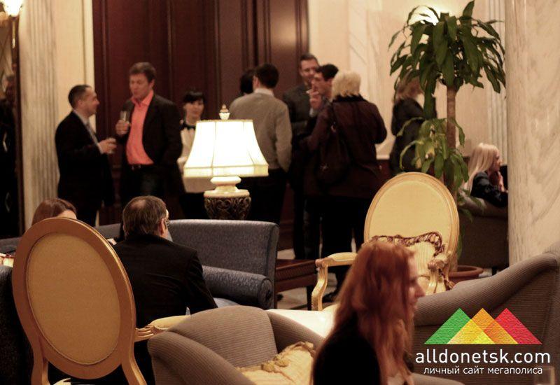 В неофициальной обстановке гости могли спокойно пообщаться и заодно завести нужные знакомства