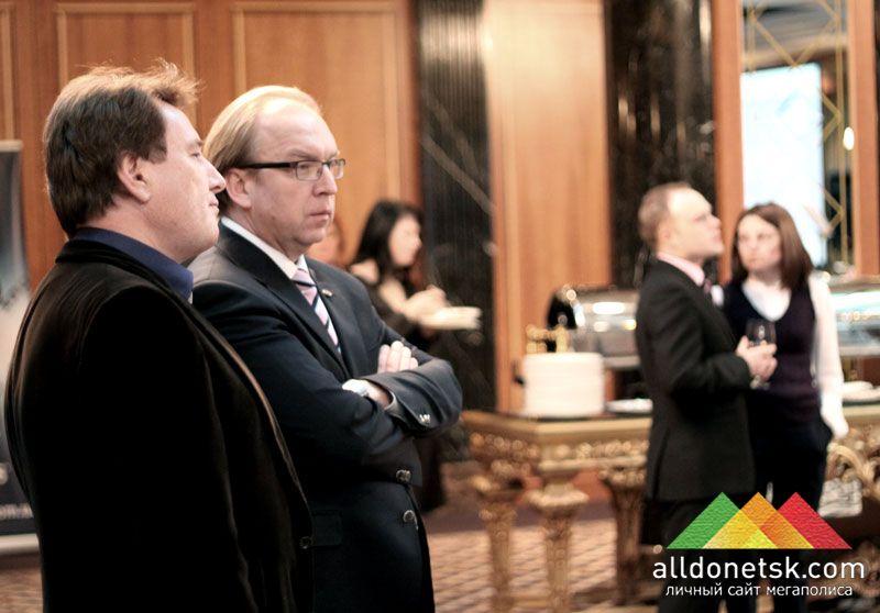 Президент Донецкой ТПП Геннадий Чижиков даже в этот вечер был серьезен, видимо, продолжая думать, как же еще лучше помочь развиваться донецкому бизнесу