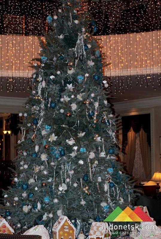 Главная елка гостиницы