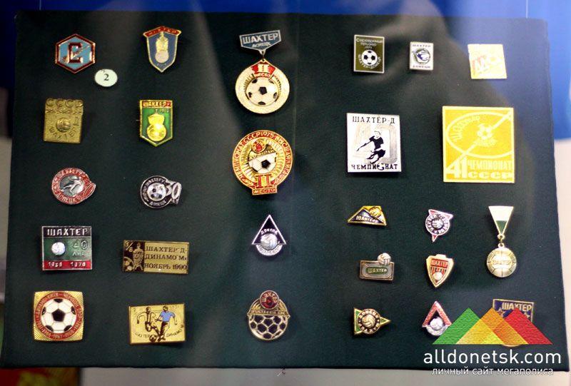 В этих значках - вся история футбольного Донбасса
