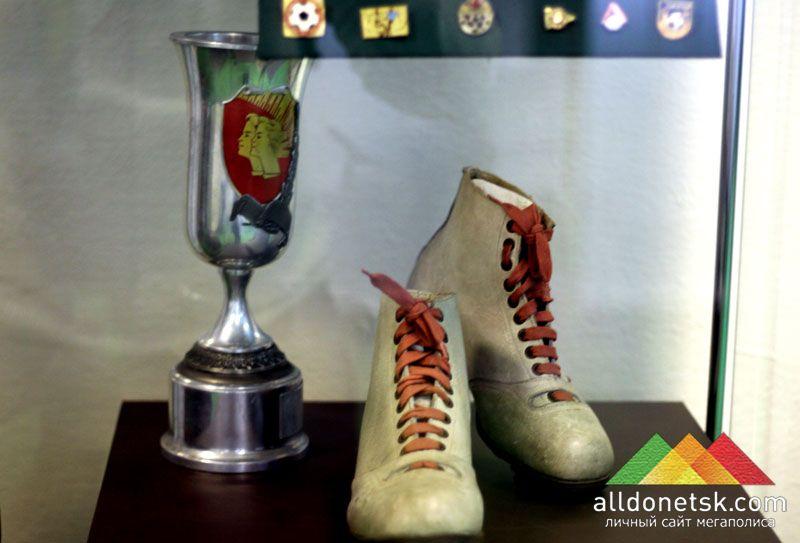 Вот такие незамысловатые бутсы были у футболистов в советское время