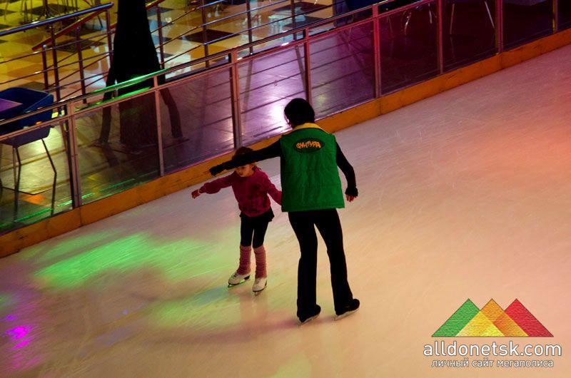 Надежный инструктор поможет вам научиться держаться на льду