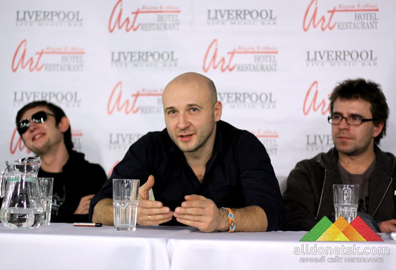 Директор лейбла Lavina Music Эдуард Клим рад продюсировать такую популярную группу.