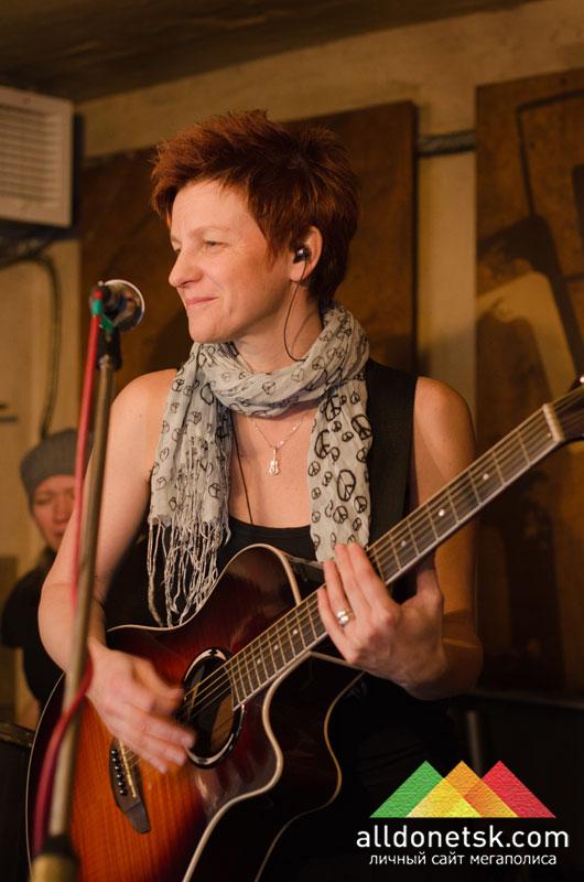 Инка Лишенкевич - гитара, вокал