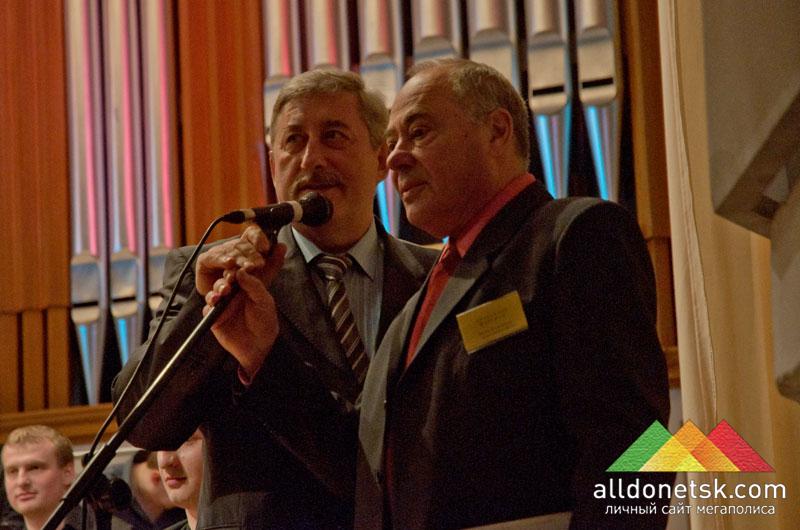 Программу фестиваля ведут Александр Фаерман и заслуженный артист Украины Анатолий Лозовский