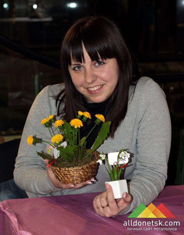 Александра может создавать почти живые цветы