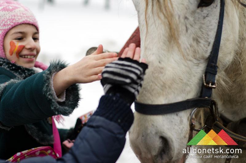 А погладить лошадку - самым любимым делом