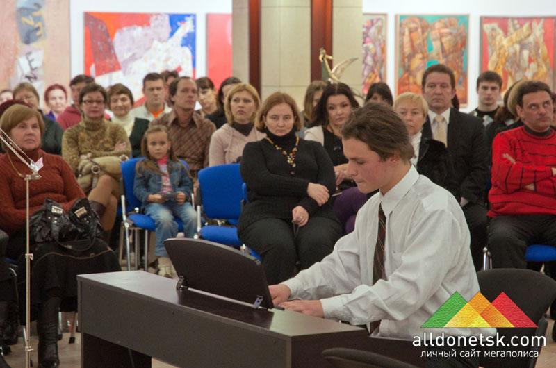Виталий Кузьмин открывает гостиную